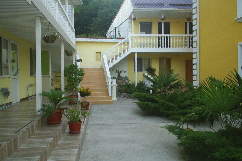 """Гостевой дом """"Уютный дворик"""", Прохладный переулок, 3 на 12 комнат - Фотография 1"""