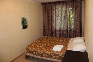 2-комн. квартира, 54 кв.м. на 4 человека, улица Красных Партизан, Краснодар - Фотография 1