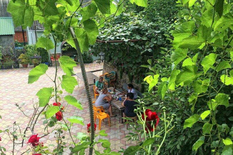 """Гостевой дом """"У Аси"""", Солнечная улица, 3 на 15 комнат - Фотография 2"""