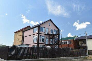Гостевой  дом, Янтарная улица, 18 на 4 номера - Фотография 1