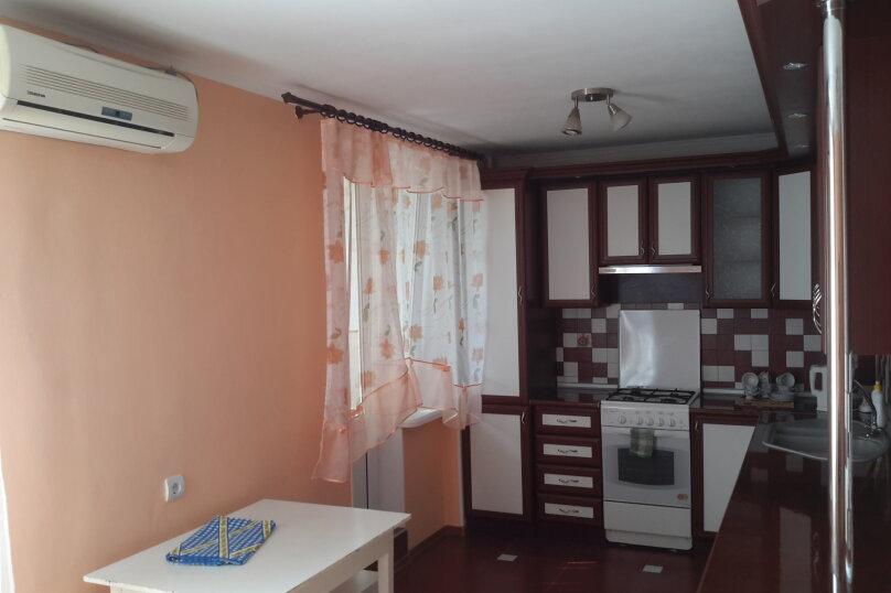 3-комн. квартира, 90 кв.м. на 6 человек, улица Чкалова, 113Б, Феодосия - Фотография 2