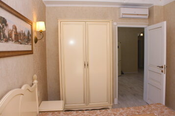 Апартаменты, набережная имени Ленина, 5 на 5 номеров - Фотография 4