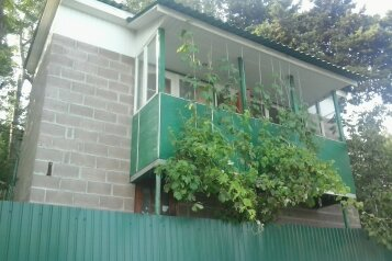 Гостевой дом в 5 минутах от моря, Кипарисная на 2 номера - Фотография 1