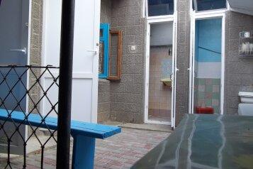 """Гостевой дом """"На Кирова 82"""", улица Кирова, 82 на 3 комнаты - Фотография 1"""