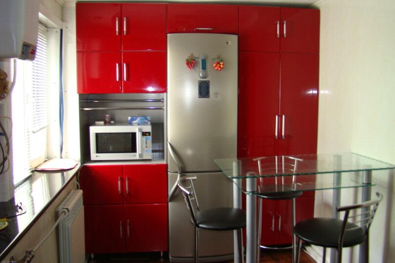 Дом, 50 кв.м. на 5 человек, 1 спальня, улица Бабушкина, 14, Таганрог - Фотография 1