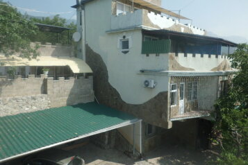 Гостевой дом в нижней части поселка недалеко от моря, улица Шулейкина на 9 номеров - Фотография 1