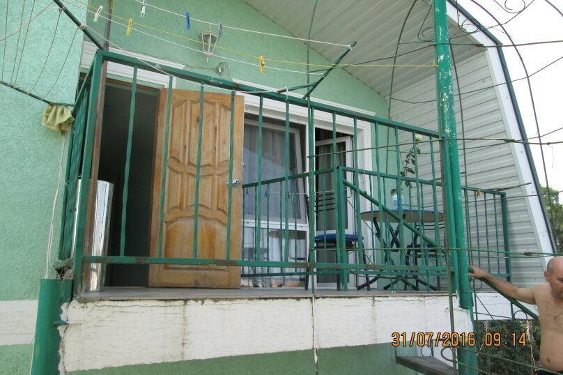 "Гостевой дом ""На Самбурова 175"", улица Самбурова, 175 на 4 комнаты - Фотография 2"