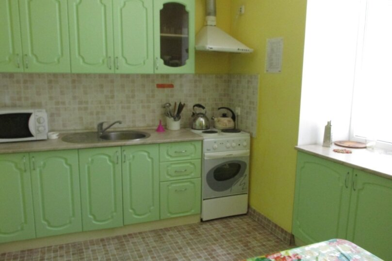 "Гостевой дом ""На Самбурова 175"", улица Самбурова, 175 на 4 комнаты - Фотография 5"