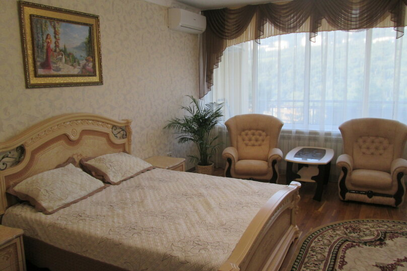 Дом, 150 кв.м. на 6 человек, 3 спальни, улица Максима Богдановича, 2Б, Ялта - Фотография 1