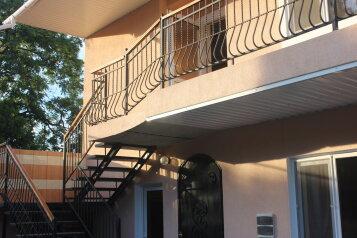 Двухэтажный коттедж, улица Суворова на 7 номеров - Фотография 1