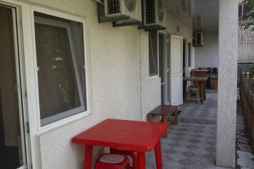 Хороший трехкомнатный котедж, 70 кв.м. на 9 человек, 3 спальни, Московская , 17, Феодосия - Фотография 2