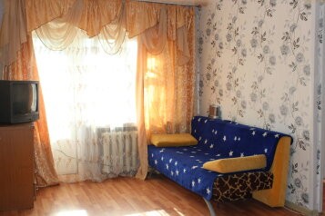 2-комн. квартира на 6 человек, улица Челюскинцев, 33, Железнодорожный район, Екатеринбург - Фотография 1