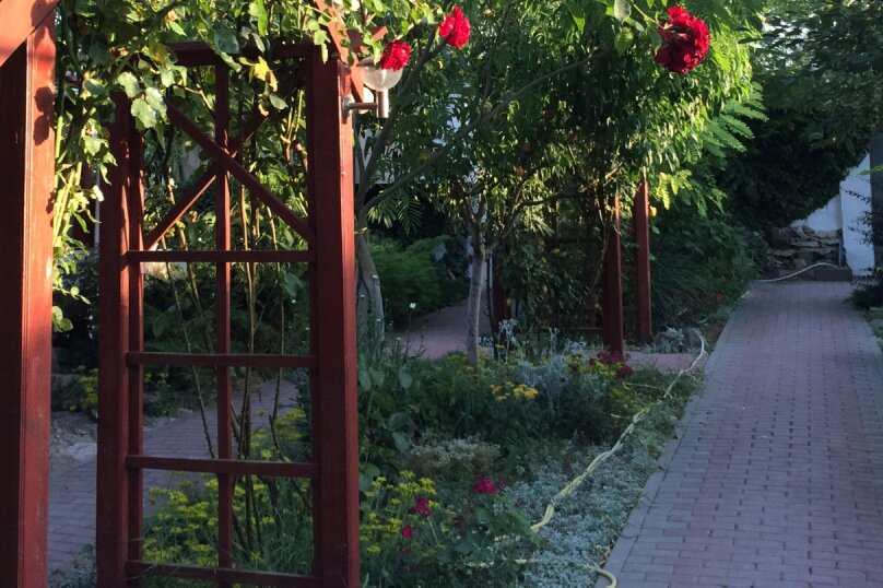 """Гостевой дом """"Сокол"""", Новая, 110 на 12 комнат - Фотография 2"""