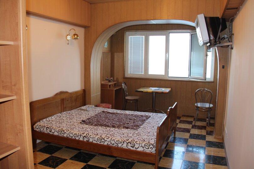 """Двухместный номер  """"Б"""" на самом берегу моря на 2 этаже с оборудованной отдельной кухней, Ленина, 35 б, Алупка - Фотография 1"""