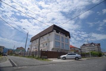 МИНИ ОТЕЛЬ, Тростниковая улица, 32 на 18 номеров - Фотография 1