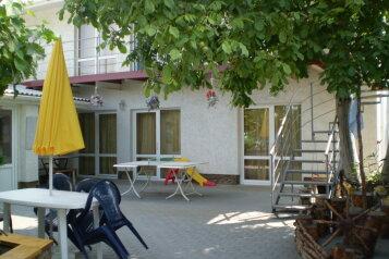 Гостевой дом на улице Фестивальной, Фестивальная улица, 12А на 4 комнаты - Фотография 1