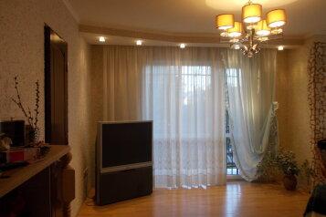 3-комн. квартира, 98 кв.м. на 7 человек, проспект Аиааира, 144, Сухуми - Фотография 1