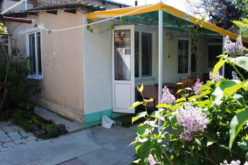 Дом, 1 кв.м. на 6 человек, 2 спальни, улица Ивана Франко, 16, Евпатория - Фотография 1