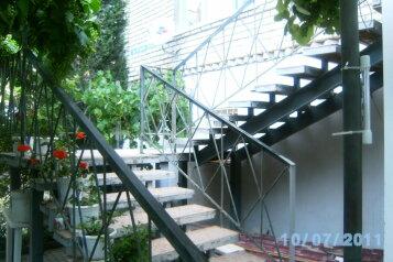 Отдельная часть частного дома, улица Грина, 17 на 5 номеров - Фотография 1