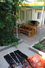 Дом, 1 кв.м. на 5 человек, 2 спальни, улица Ивана Франко, 16, Евпатория - Фотография 1