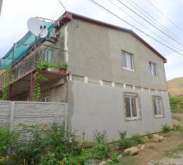 Дом  в Крыму ,два номера.Каждый на 4 чел с санузлом,кондиционером,кухней.4000 руб .до моря 400 метров, Цветочная улица на 2 номера - Фотография 2