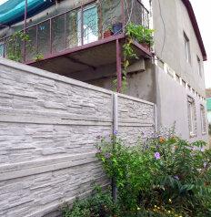 Дом  в Крыму ,два номера.Каждый на 4 чел с санузлом,кондиционером,кухней.4000 руб .до моря 400 метров, Цветочная улица на 2 номера - Фотография 4