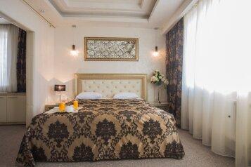 Люкс:  Номер, Люкс, 3-местный (1 основной + 2 доп), 2-комнатный, Отель , Краснознаменская улица на 62 номера - Фотография 3