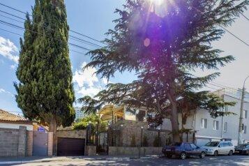 Гостевой дом пять минут от моря в Алуште, улица Горького на 6 номеров - Фотография 1