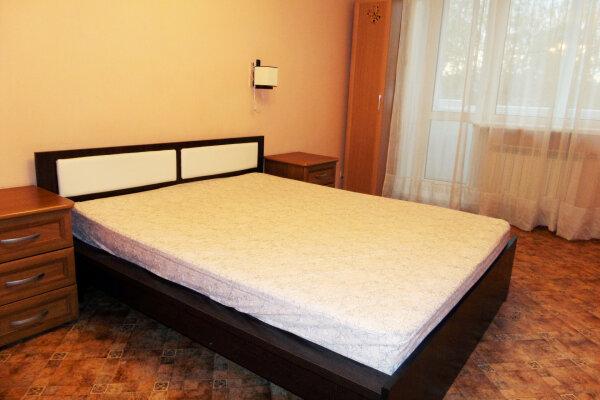 1-комн. квартира, 35 кв.м. на 2 человека, улица Ленина, 28, Красноярск - Фотография 1