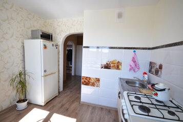 2-комн. квартира, 50 кв.м. на 6 человек, улица Завенягина, Магнитогорск - Фотография 1