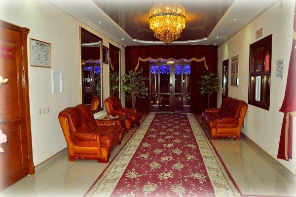 Гостинично-ресторанный комплекс, улица Мира, 11 на 19 номеров - Фотография 1