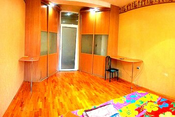 3-комн. квартира, 108 кв.м. на 8 человек, улица Масленникова, 15, Омск - Фотография 1