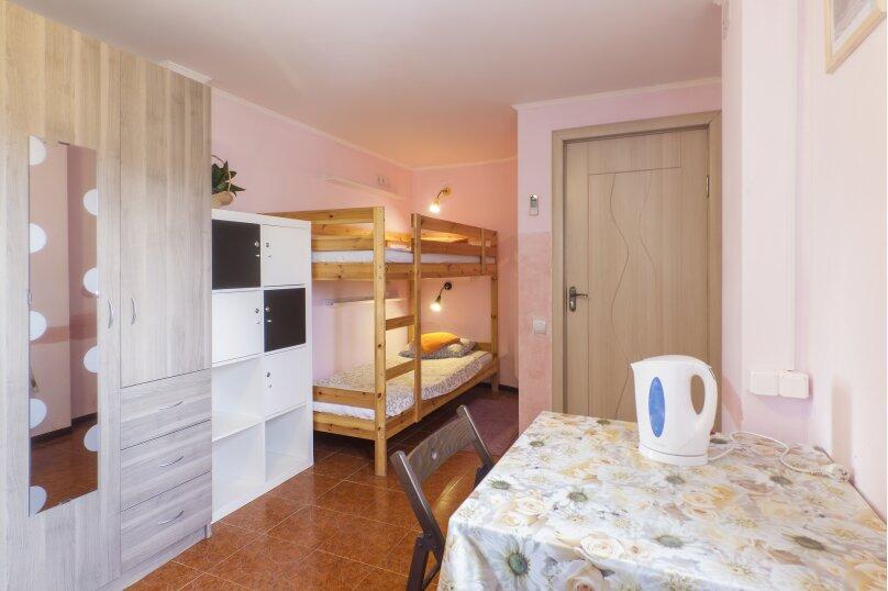 Кровать в общем номере жен, Камышовая улица, 13, Адлер - Фотография 1