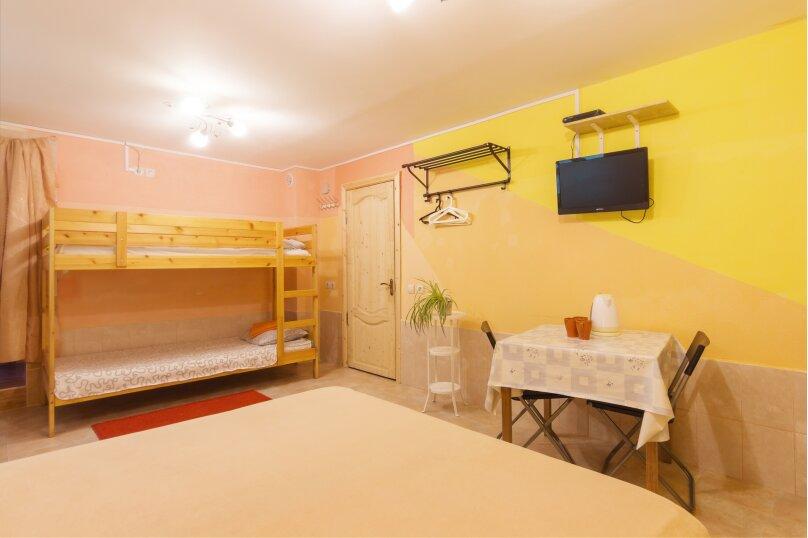 Четырехместный номер с ванной комнатой, Камышовая улица, 13, Адлер - Фотография 1
