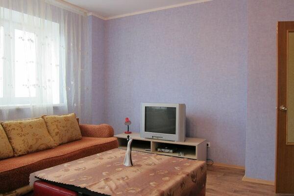 2-комн. квартира, 75 кв.м. на 5 человек, улица Петра Смородина, 9а, Липецк - Фотография 1