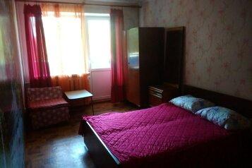 3-комн. квартира на 8 человек, улица Лётчиков, 10, Мирный, Крым - Фотография 1