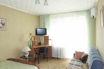 1-комн. квартира, 32 кв.м. на 4 человека, улица Пермякова, 56, Тюмень - Фотография 2