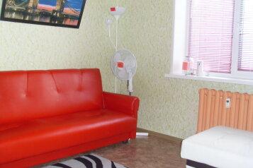 1-комн. квартира, 40 кв.м. на 4 человека, проспект Мира, 95А, Нижнекамск - Фотография 1