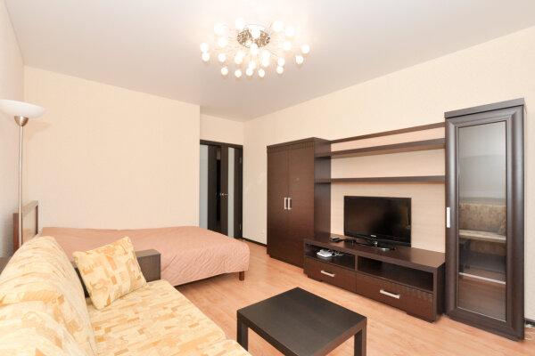 1-комн. квартира, 76 кв.м. на 4 человека, улица Бажова, 68, Екатеринбург - Фотография 1
