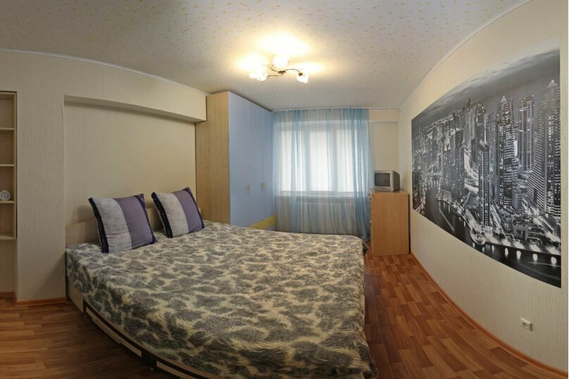 2-комн. квартира, 58 кв.м. на 4 человека, улица Фёдора Гладкова, 32, Чебоксары - Фотография 1