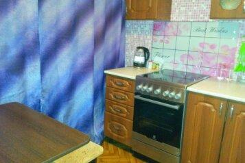 2-комн. квартира, 51 кв.м. на 4 человека, улица Тореза, Новокузнецк - Фотография 1