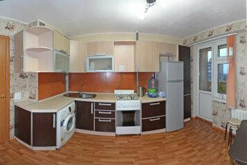 2-комн. квартира, 58 кв.м. на 4 человека, улица Фёдора Гладкова, Чебоксары - Фотография 4
