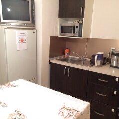 2-комн. квартира, 58 кв.м. на 4 человека, улица Чубынина, 25, Салехард - Фотография 1