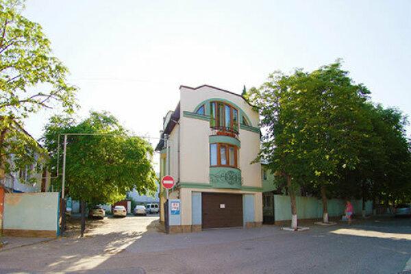 Гостевой дом, улица 15 Апреля, 12 на 11 номеров - Фотография 1