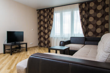 2-комн. квартира, 70 кв.м. на 4 человека, улица Сибгата Хакима, Казань - Фотография 1