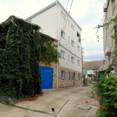 Гостиница  в Крыму в 10 минутах ходьбы от моря 500 руб с чел, Цветочная улица на 6 номеров - Фотография 1