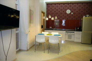 2-комн. квартира, 67 кв.м. на 4 человека, улица Масленникова, 82, Омск - Фотография 2
