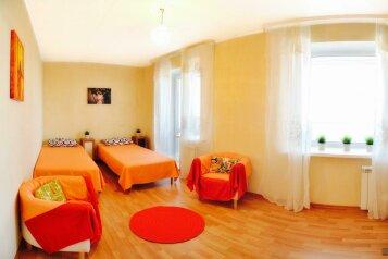 2-комн. квартира на 4 человека, улица Шеронова, Хабаровск - Фотография 1