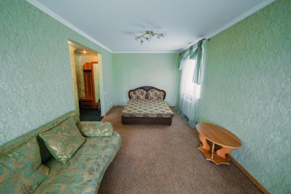 1-комн. квартира, 35 кв.м. на 4 человека, улица Юных Ленинцев, 8, Керчь - Фотография 1