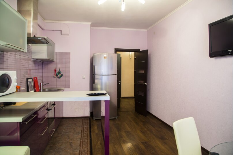 2-комн. квартира, 70 кв.м. на 5 человек, улица Авиаторов, 25, Красноярск - Фотография 5